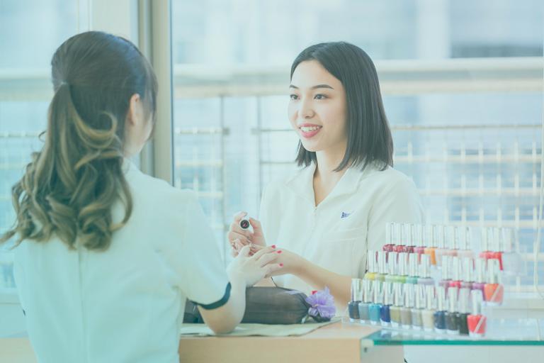 東京の美容学校でネイリストの勉強