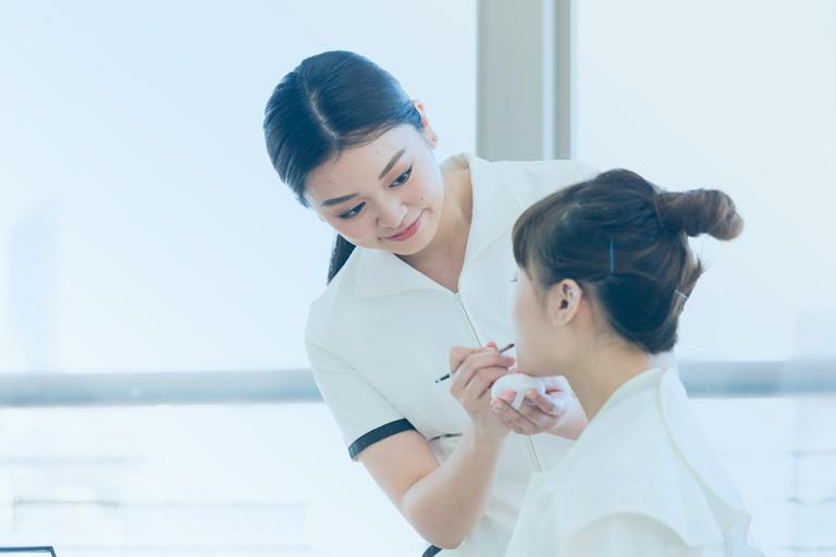 東京の美容学校でビューティーアドバイザーの勉強