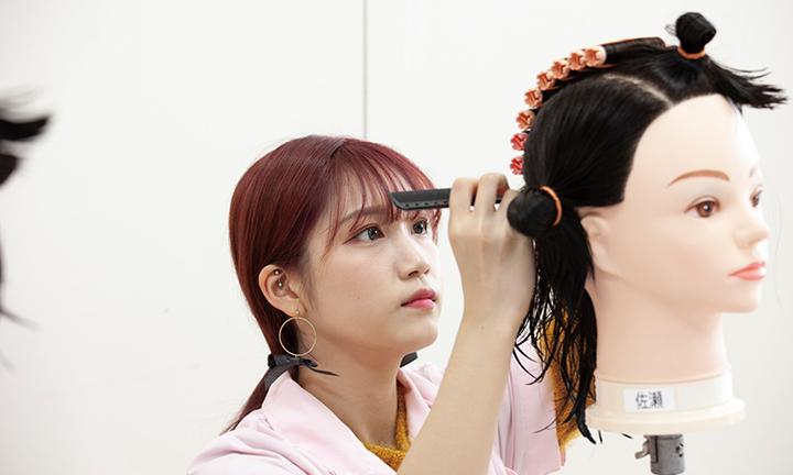 東京の美容学校ハリウッドのカリキュラム ワインディング