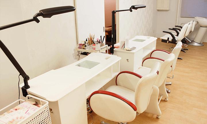 東京の美容学校ハリウッドのネイル研修サロン