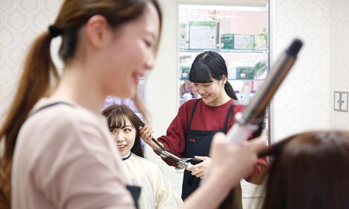 東京で美容を学ぶ 産業協同インターン制度