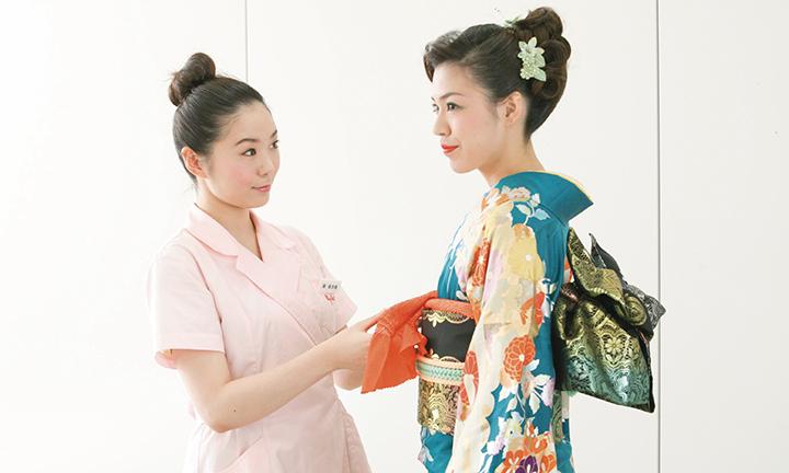 東京の美容専門学校ハリウッドの和装・着付け