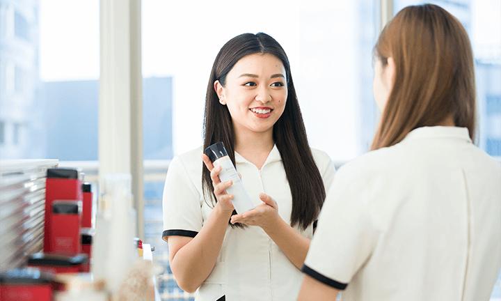 東京で美容を学ぶ ビューティアドバイザー(美容部員)