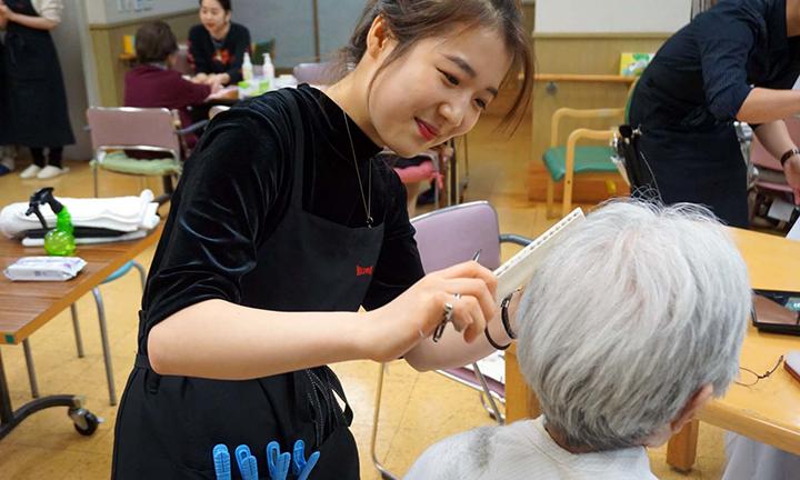 東京で美容を学び美容ヘルパーを目指す