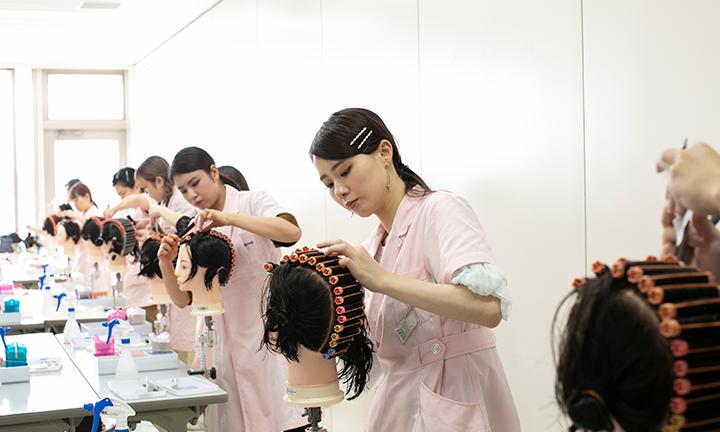 東京の美容学校で多岐にわたる充実のコース