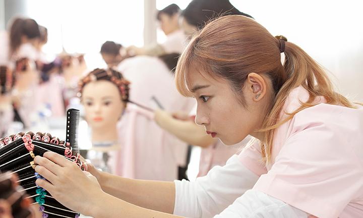 東京の美容学校ハリウッド美容師国家試験合格率100%